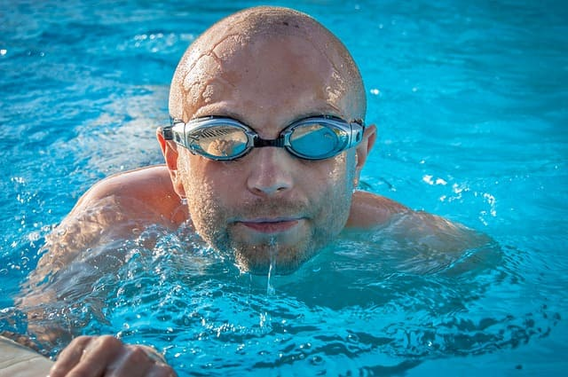 Schwimmen mit Gonarthrose